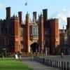 Palacio de Hampton Court como aparece a la llegada
