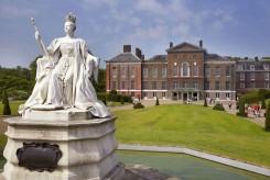 La estatua de la reina Victoria fuera del Palacio de Kensington-Victoria-Statue