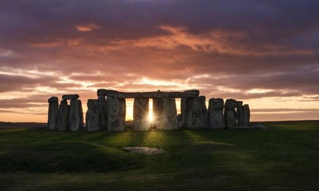 Excursión Stonehenge en la salida del sol (dentro del círculo) y Windsor