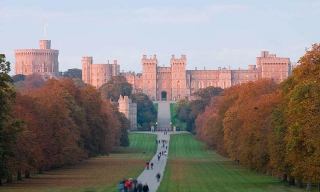 Excursión en español: Castillo de Windsor y pueblo de Eton desde Londres